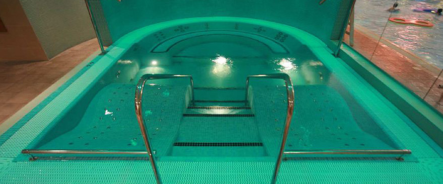 Hydrotherapy spa installations tiled spas the next for Hydroponic pool
